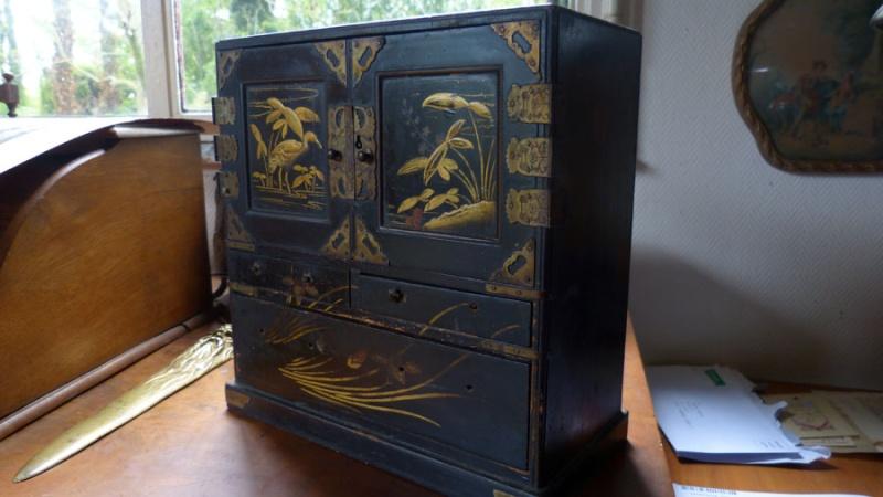 petit meuble a bijoux japonisant laqu noir. Black Bedroom Furniture Sets. Home Design Ideas