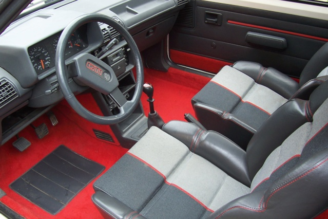 Vds 205 gti 1 9 de 1987 blanc meije 130ch for Interieur paupiere inferieure rouge