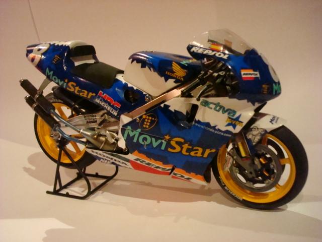 Prix Kit maquette moto Ducati Desmosedici Troy Bayliss pas cher parmi 2 prix à